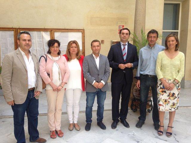 Fernández (3d), junto a responsables del Ayuntamiento de Andújar.