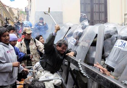 La policía boliviana interviene una manifestación de personas discapacitadas