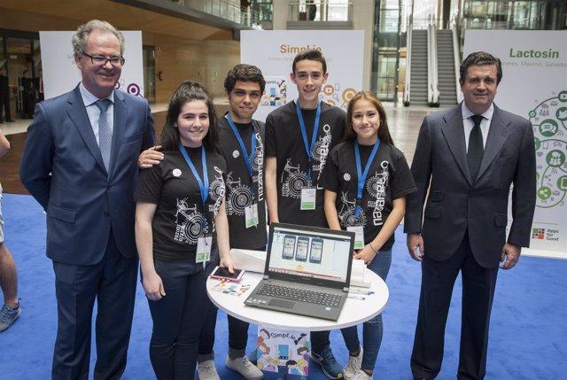 Estudiantes ganadores del Premio Fundación Endesa por la app SimpLie