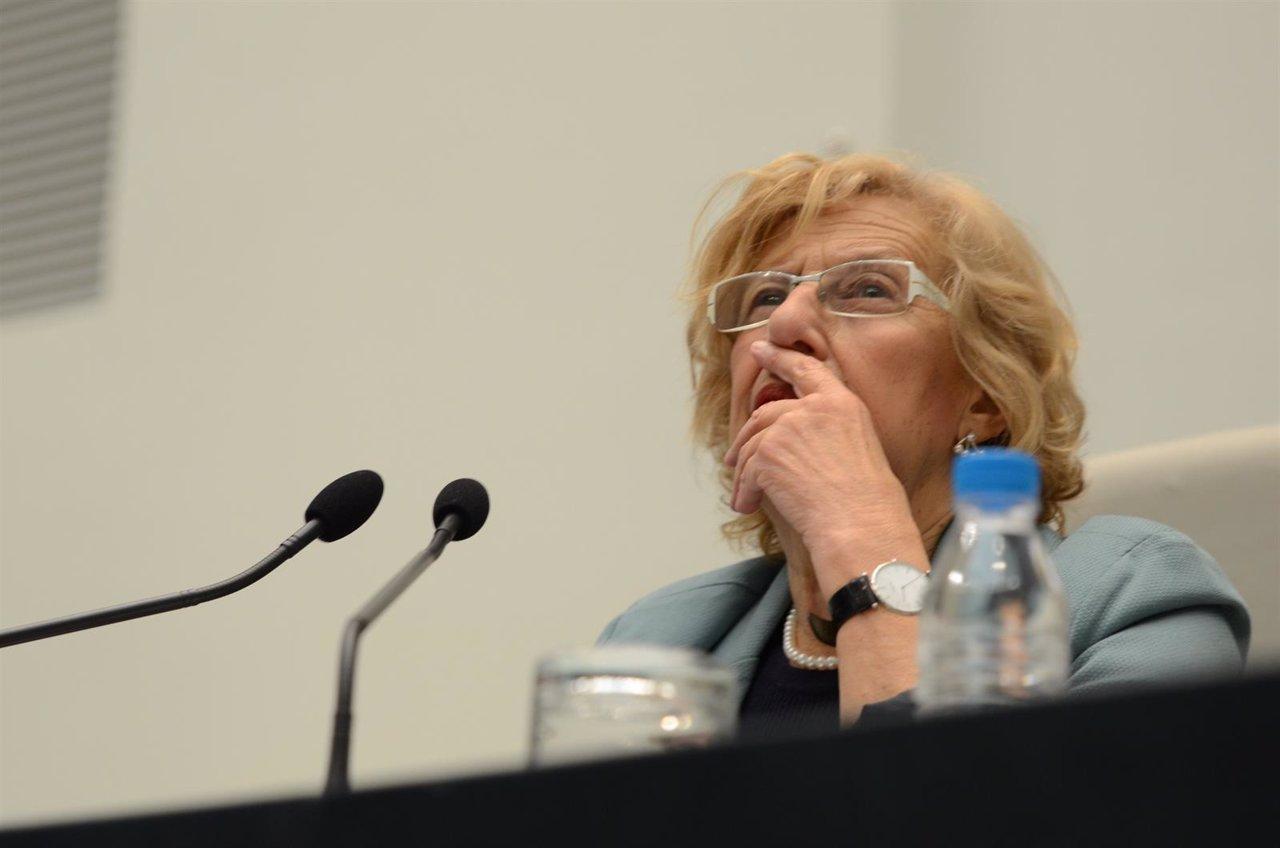 """Manuela Carmena llama a """"repensar la izquierda"""""""