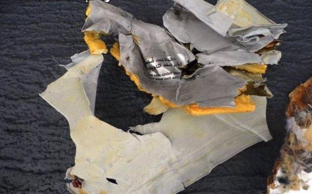 El avión de EgyptAir envió una señal de socorro tras desaparecer de los radares