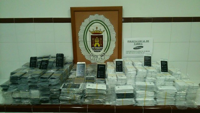 Móviles interceptados por la Policía Local en Tarifa