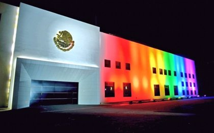 PAN y PRD piden al Congreso mexicano que retrase el debate sobre matrimonio homosexual