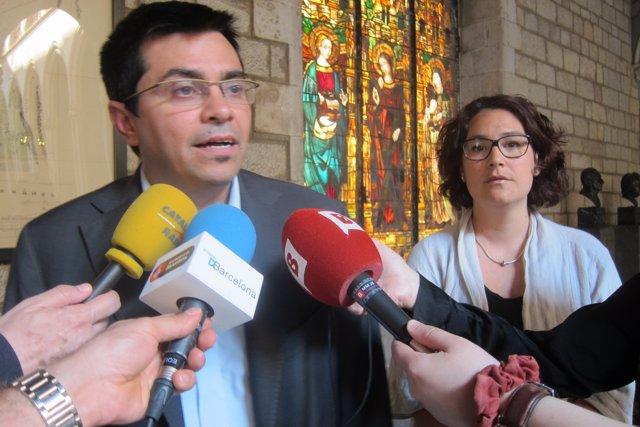 El teniente de alcalde Gerardo Pisarello y la concejal Laura Pérez