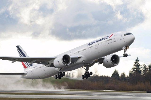 Air France AFA 777-300ER Takeoff & Landingk65074-02