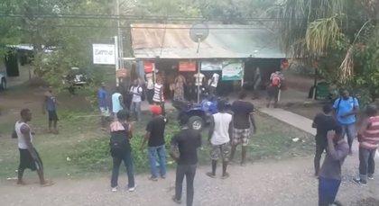 Africanos se acumulan en la frontera norte de Costa Rica para llegar a Nicaragua