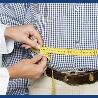 Foto: El exceso de peso y tener una cintura grande aumenta el riesgo de cáncer de próstata (CANCER RESEARCH UK)