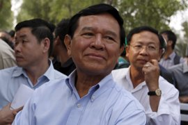 Un líder opositor en Camboya se recluye en la sede de su partido para evitar su arresto
