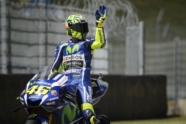 Valentino Rossi saludando en el GGPP de Italia 2016