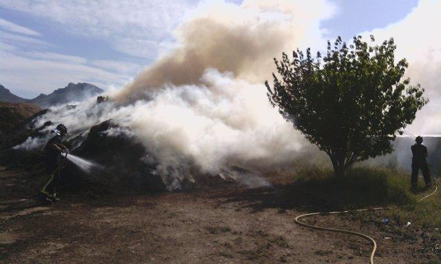 Imagen del incendio declarado en un secadero de especias de Jumilla
