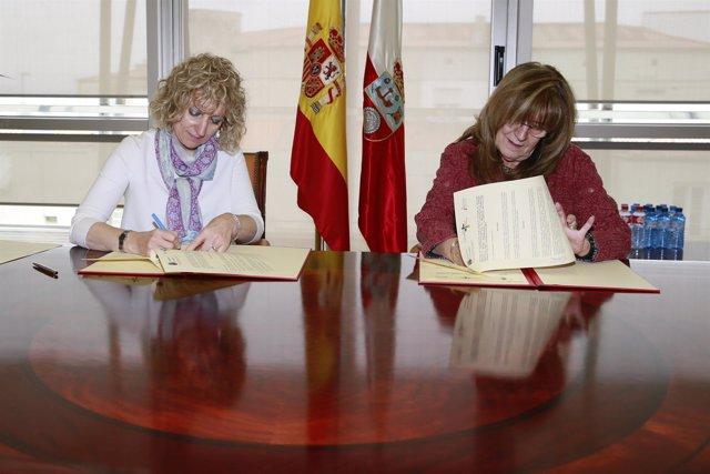 La vicepresidenta firma el convenio con ADANER