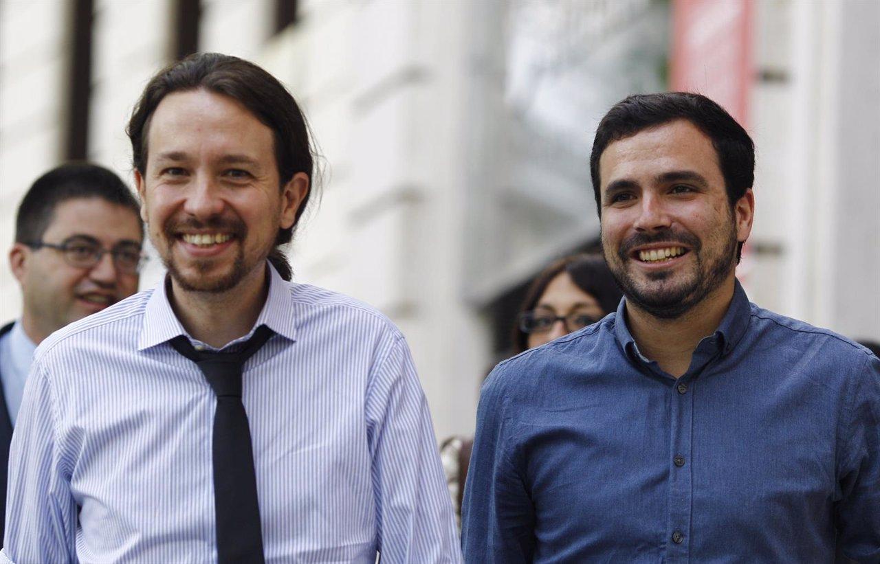 Pablo Iglesias y Alberto Garzón participan en un desayuno informativo