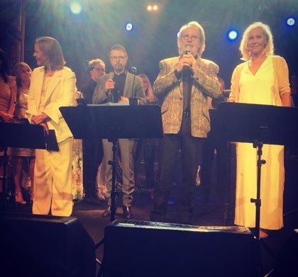 ABBA actúan juntos por primera vez en 30 años