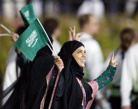 Arabia Saudí concede permiso a 50 mujeres para viajar tras la muerte de su 'guardián'