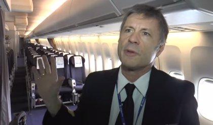 Bruce Dickinson enseña el interior del Ed Force One de Iron Maiden