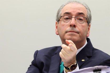 """Eduardo Cunha tilda de """"absurda"""" la orden de detención en su contra"""