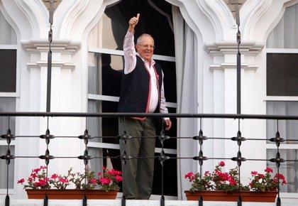 Kuczynski confía en su victoria en las presidenciales en Perú pero llama a la calma