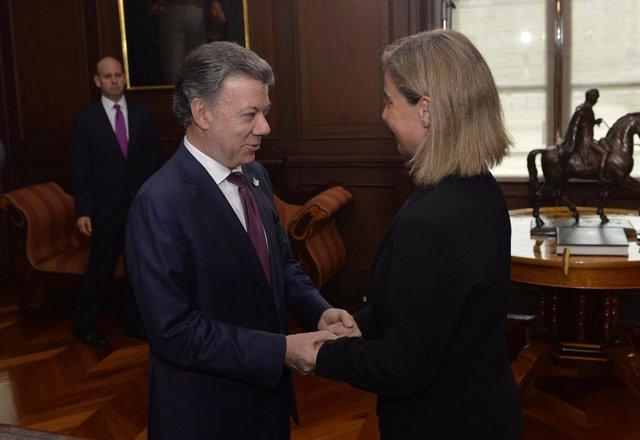 El presidente de Colombia, Juan Manuel Santos, y la Federica Mogherini