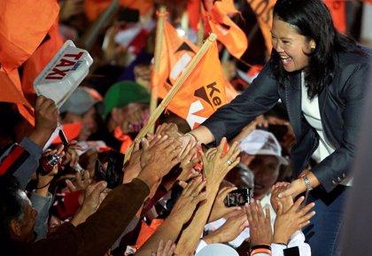 El partido de Fujimori no pierde la esperanza y asegura que respetará el resultado