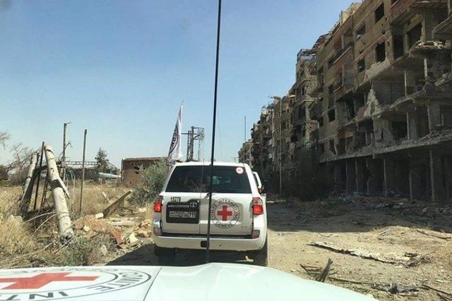 Un convoy de ayuda humanitaria llega a la localidad siria de Daraya