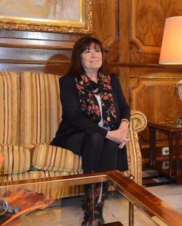 Cristina Narbona en la Asamblea antes de comparecer en Comisión desaladora