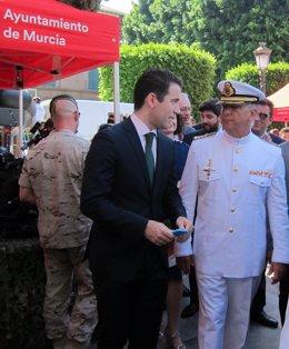 Teodoro García en acto Día de la Región en La Glorieta