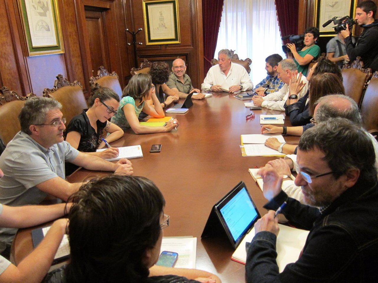 Reunión de EH Bildu, Geroa Bai, Aranzadi e I-E de Pamplona