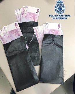 Dinero en sobres negros de una operación de la Policía en Estepona
