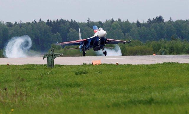 Avión Su-27 del equipo acrobático 'Caballeros Rusos'