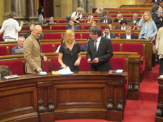 Carles Puigdemont y Neus Munté en el pleno del Parlament
