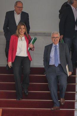 Susana Díaz, junto a Jiménez Barrios, antes de su intervención en el Parlamento