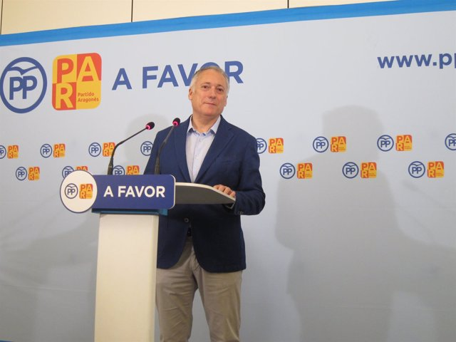El secretario general del PP-Aragón, Octavio López, en rueda de prensa hoy