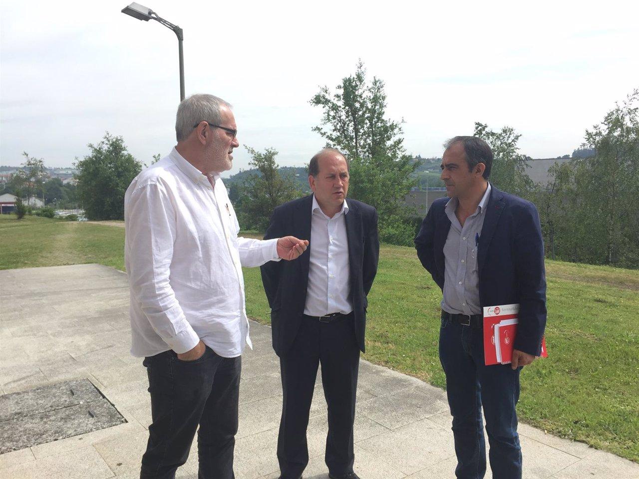 Sánchez Aguión (CC.OO.), Fernández Leiceaga (PSdeG) y José Antonio Gómez (UGT)
