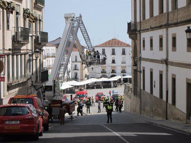 Imagen del simulacro de incendio en el Ayuntamiento de Cáceres