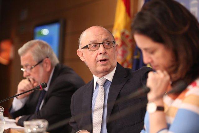 Montoro ofrece, en la sede del Ministerio, una conferencia de prensa