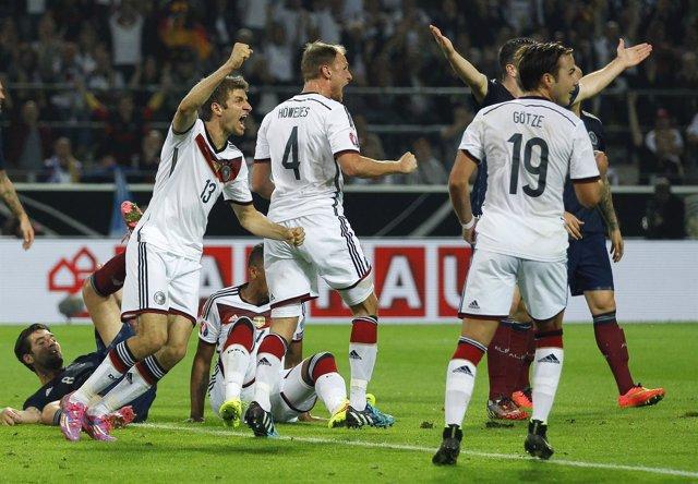 Müller saca del apuro a Alemania frente a Escocia