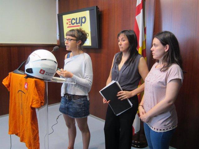 La concejal María Rovira con trabajadores del servicio de teleasistencia