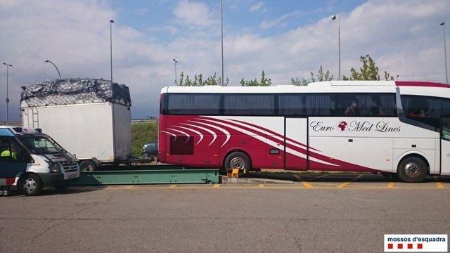 Denunciados en Girona dos conductores de autocar que viajaban con exceso de peso