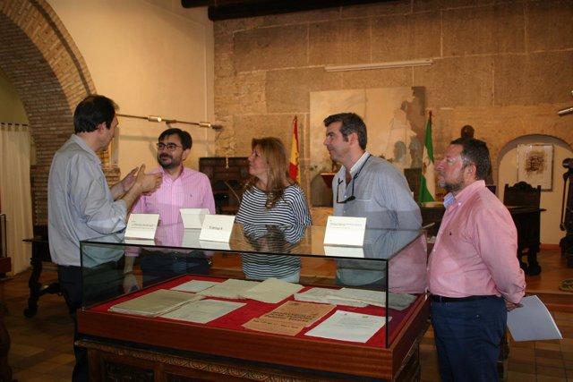 Inauguración de la muestra sobre Alcalá la Real en el Archivo Provincial.