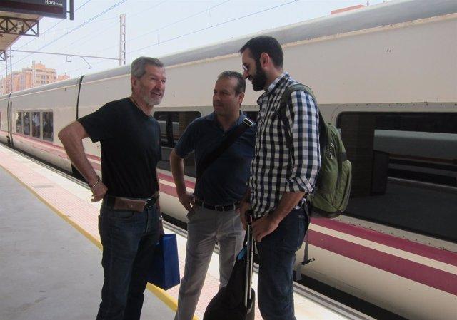 El candidato de Podemos Julio Rodríguez llega a la Estación de Almería