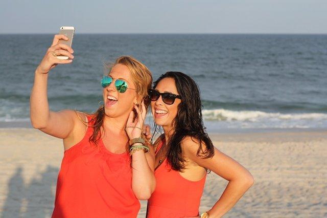 Smartphone móvil teléfono playa verano selfie amistad amigos amigas