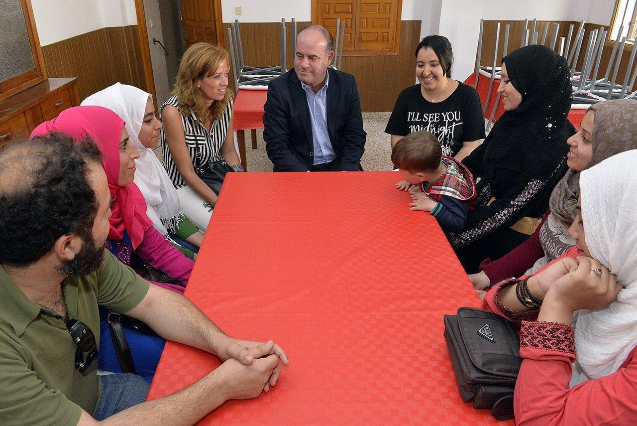Barón da la bienvenida al primer grupo de refugiados