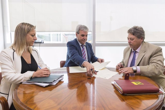 De la Sierra se reúne con el presidente de la Casa de Cantabria en Madrid