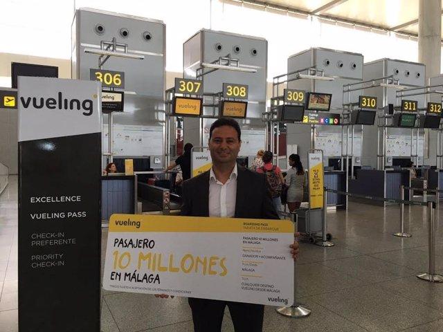Pasajero 10 millones de Vueling en el aeropuerto de Málaga