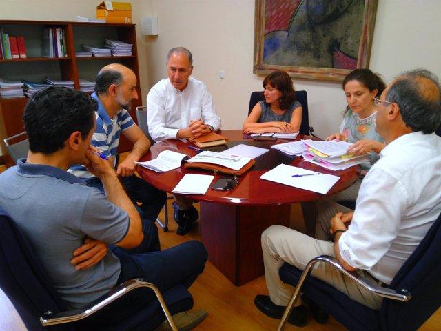 Reunión de los concejales Gato y Sánchez con industriales de El Campillo
