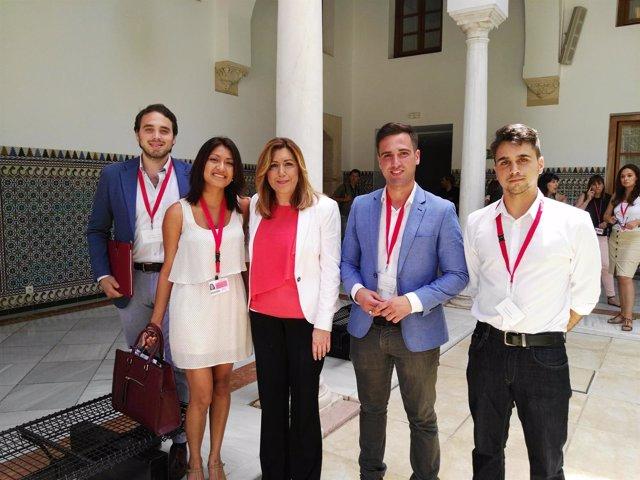 Los representantes de Derecho de la US, con Susana Díaz