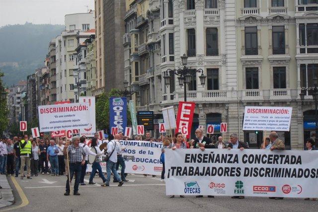 Manifestación de la enseñanza concertada asturiana