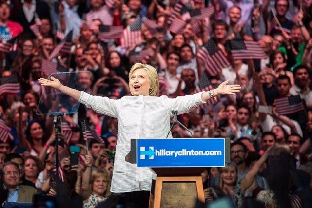 """Hillary Clinton agradece """"haber hecho historia"""""""