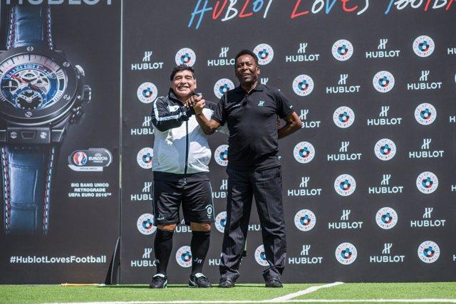 Pelé y Maradona hacen las paces en París