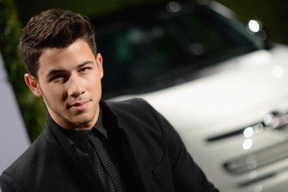 Nick Jonas desata toda su pasión en su nuevo videoclip 'Under Skin'